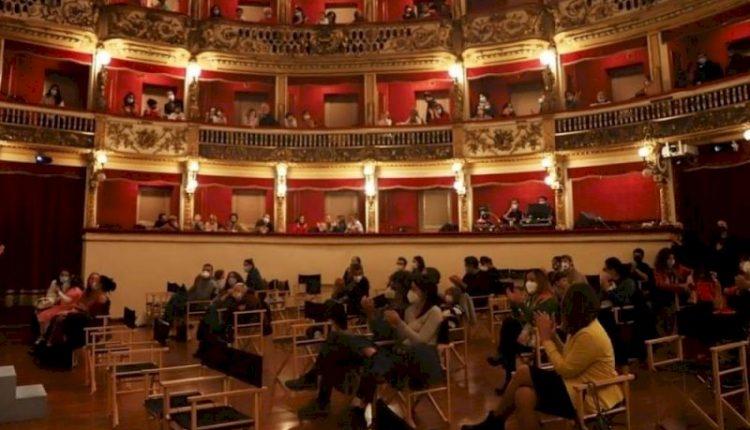 Aspirante attrice suicida nel Teatro Bellini di Napoli