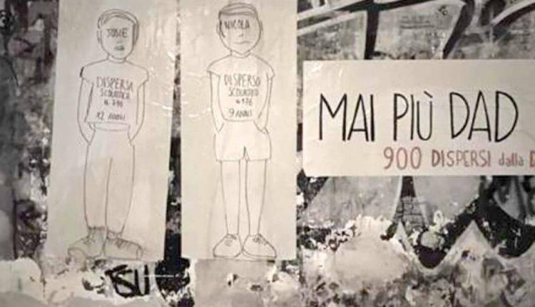 Protesta No DaD a Napoli: sagome di 900 alunni vittime di dispersione