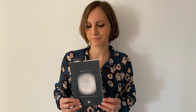 """L'AMORE, L'AMICIZIA, LA FELICITA' – Ecco """"Con i fari negli occhi"""" il romanzo d'esordio di Shada P. Conley: un viaggio , alla ricerca della consapevolezza e della maturità delle scelte"""