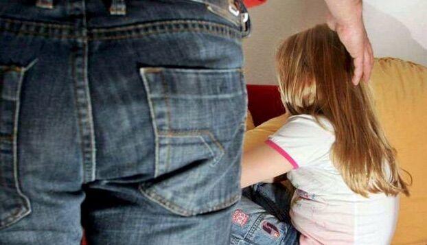A Torre del Greco, abusava della figlia da quando aveva dieci anni: arrestato dai carabinieri