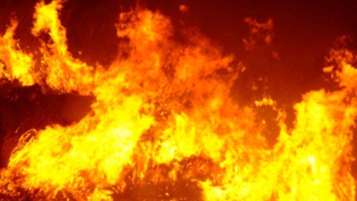 Incendio in una concessionaria di auto a Pollena Trocchia: due arresti grazie alla videosorveglianza. Sono un ventenne e un ventitreenne spediti ai domiciliari