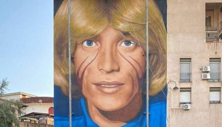 Nino D'Angelo inaugura il murale di Jorit a San Pietro a Patierno