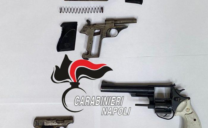 Pistole e proiettili scoperti dai carabinieri in un semi-interrato delle case popolari