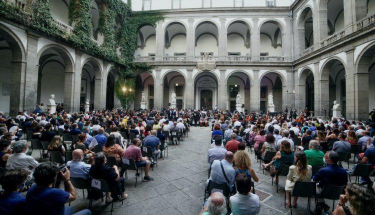 Continua la rassegna di Concerti della Nuova Orchestra Scarlatti: ecco i capolavori di Mozart e Beethoven.
