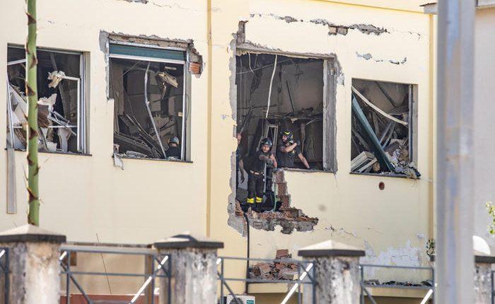 Esplosione in Commissariato di polizia a Castellammare di Stabia: devastati 6 locali, si indaga per accertare le cause, per fortuna non ci sono feriti