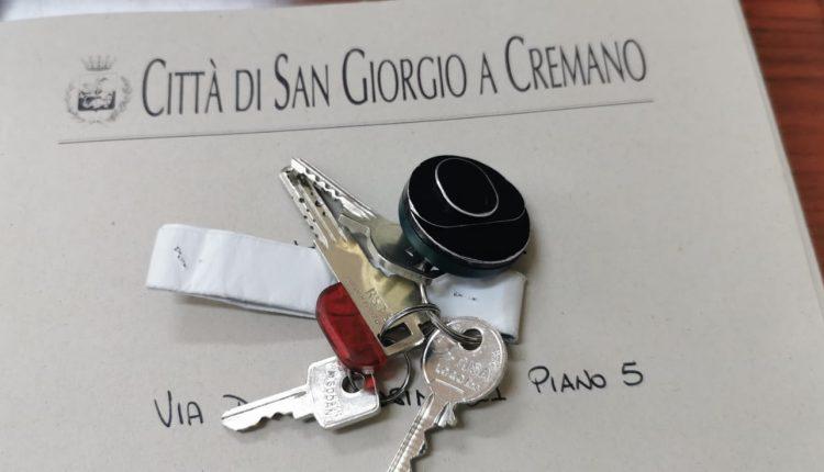"""Beni confiscati: quarto appartamento consegnato ad una famiglia in emergenza abitativa a San Giorgio a Cremano. il sindaco Giorgio Zinno: """"Legalità, sostegno e dignità ai nostri concittadini"""""""