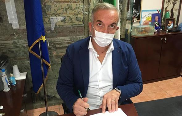 """EMERGENZA SOMMA VESUVIANA – Il sindaco Di Sarno scrive al Prefetto e minaccia l'istituzione del """"daspo urbano"""""""