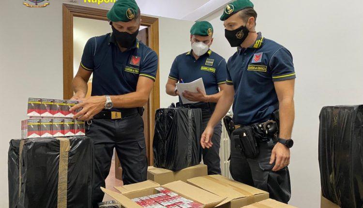 Operazione della Guardia di Finanza a Volla: un anziano contrabbandiere aveva 46 casse di sigarette in un garage