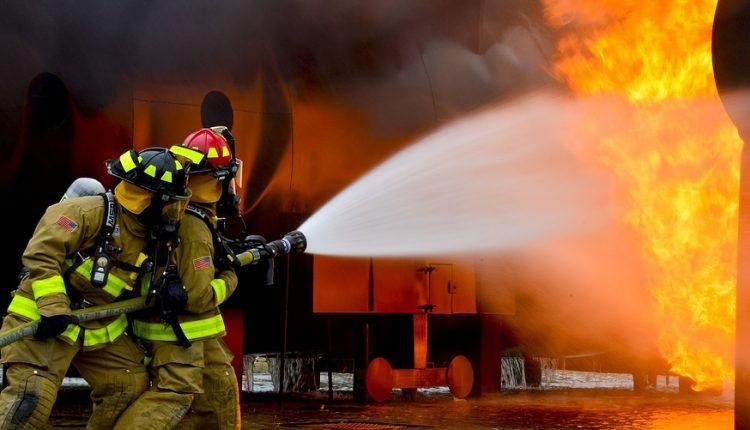 San Giorgio a Cremano – Casa a fuoco per un condizionatore, parte la raccolta fondi di Maria A. la nipote dei proprietari dell'immobile andato in fiamme