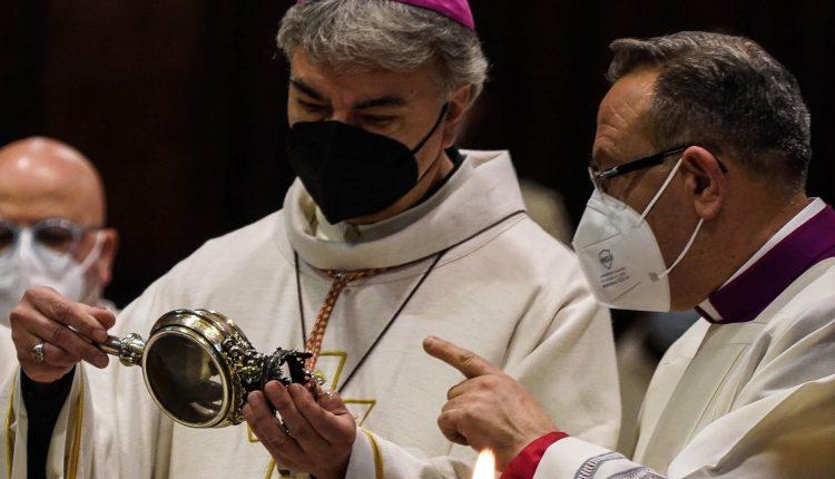 San Gennaro ha fatto il miracolo: l'annuncio è stato dato alle 10 in Duomo