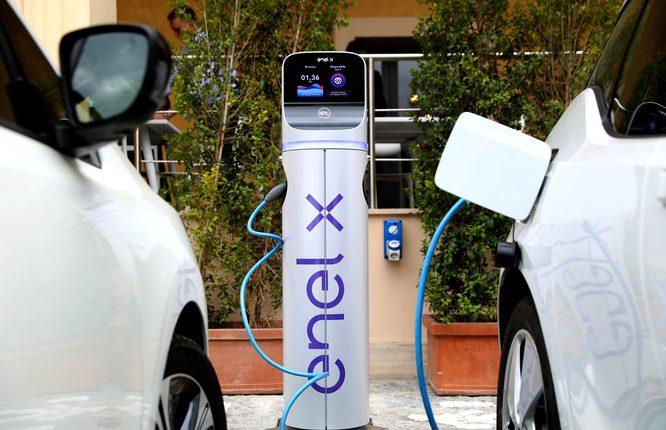 Mobilità sostenibile, al via a San Giorgio a Cremano l'installazione di colonnine per la ricarica dei veicoli elettrici. In dotazione all'ente solo auto ecologiche