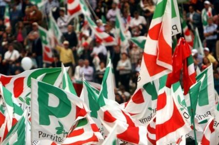Primarie a Pomigliano d'Arco, prima una bomba poi il comitato lotta in sede Pd