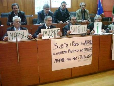 Niente fondi Comune, occupato il Consiglio. I Consiglieri di diversi gruppi iniziano sciopero della fame