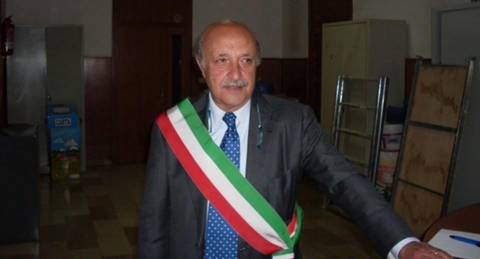 Pomigliano – Pugni e calci alle suppellettili del Comune, il sindaco denuncia alcuni esponenti della delegazione del Parco Partenope