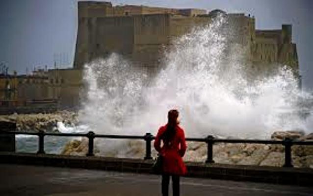 Da oggi in Campania allerta meteo, per almeno 24 ore pioggia, forti raffiche vento e giù temperature