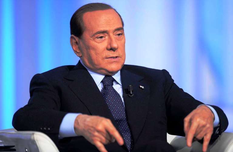 """Forza Campania, Berlusconi ammonisce i dissidenti: """"La bandiera è una, chi non è in linea è fuori"""""""
