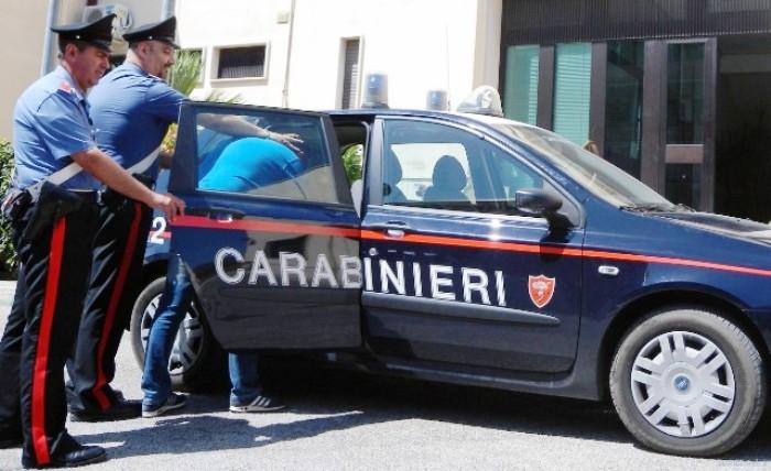 Arrestato dai carabinieri: maltrattava la convivente e ha tentato di uccidere la vicina