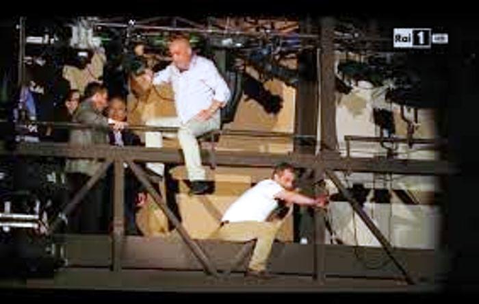 Ad interrompere il festival di Sanremo, due lavoratori napoletani