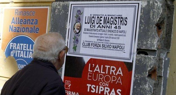 Falsi manifesti per 'morte' De Magistris firmati Club Forza Silvio