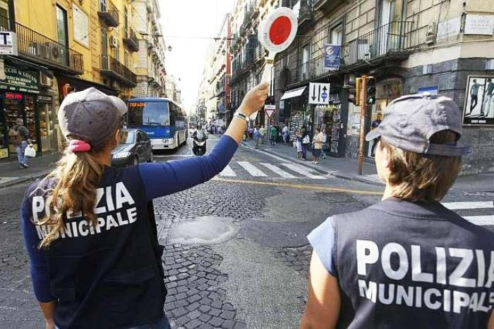 """Da oggi a Napoli limitazioni al traffico e """"nuovo"""" sistema di viabilità"""