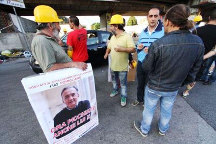 Fca, le tute blu di Pomigliano deluse dal mancato annuncio per lo stabilimento: «Speriamo in Di Maio»