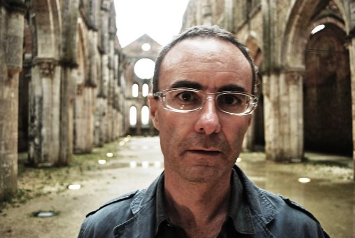 Fontanarosa, la linea del furore: Lucio Fiorentino mette in scena la storia dello scugnizzo salvato dalla musica e dai cazzotti
