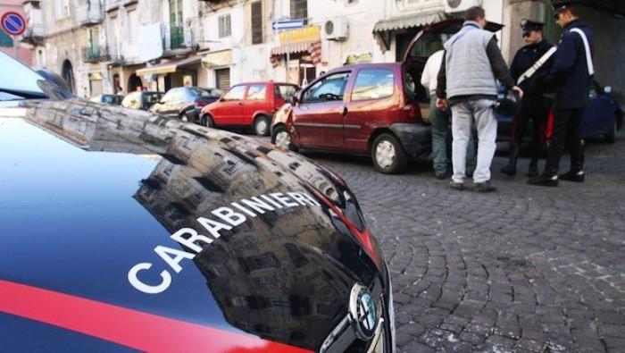 Agguato a Napoli, due morti a colpi d'arma da fuoco. Una vittima è cognato ex boss rione Forcella