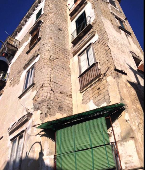 Pericolo crollo: sgomberato un palazzo a via Lorenzo Rocco (Portici)