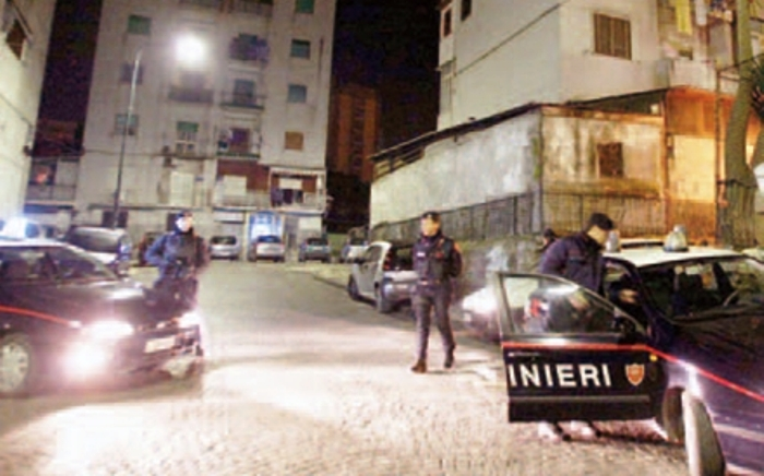 Ponticelli di fuoco, ferito un pregiudicato di Somma Vesuviana in auto con altri pregiudicati