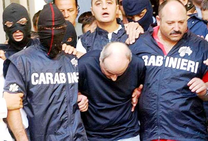 Scarcerati i figli del boss di Secondigliano Paolo Di Lauro, l'indignazione di Roberto Saviano a mezzo twitter