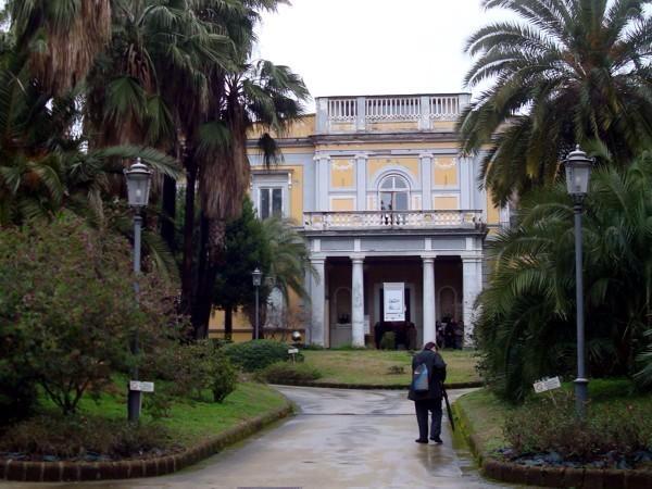 Crepe e infiltrazioni: richiesta la chiusura di Villa Savonarola.