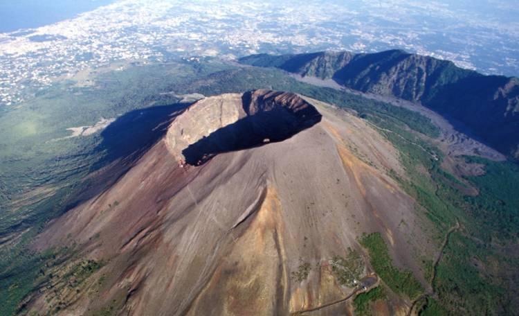 Avete mai visto il Vesuvio da vicino? L'Associazione culturale locus iste vi condurrà lungo il sentiero n.9