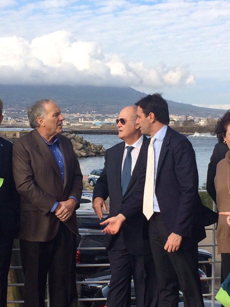 L'Ambasciatore Usa in Italia, John Phillips, a Ercolano per visitare Vesuvio e Osservatorio: «Questa terrà è davvero speciale». Buonajuto: «Un onore accoglierlo nella nostra città»
