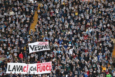 Napoli è contro il razzismo: anche il The Guardian celebra il gesto dei supporters partenopei