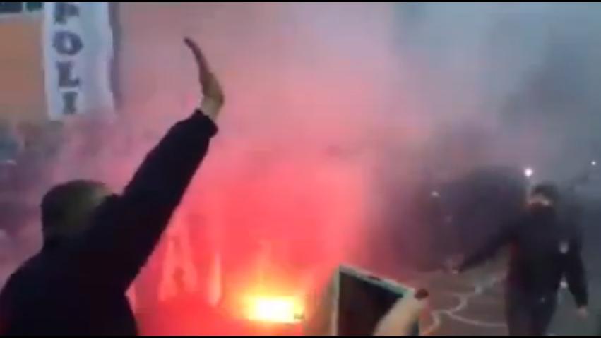 (Video) Folla in delirio a Capodichino ad accogliere il Napoli in partenza per Torino