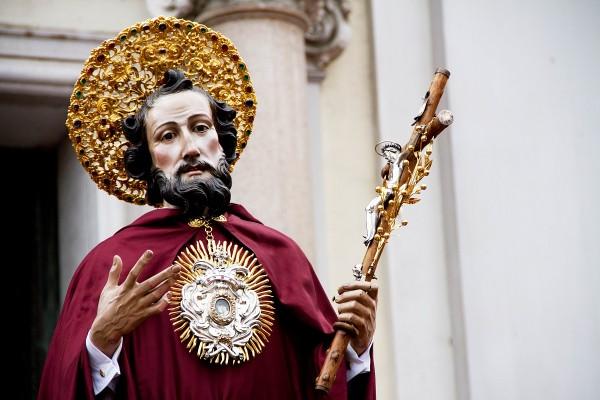 """Polemiche sulla processione di San Ciro: ridotta alle sole arterie cittadine principali. Padre Galdiero: """"Disposizioni della Curia"""""""