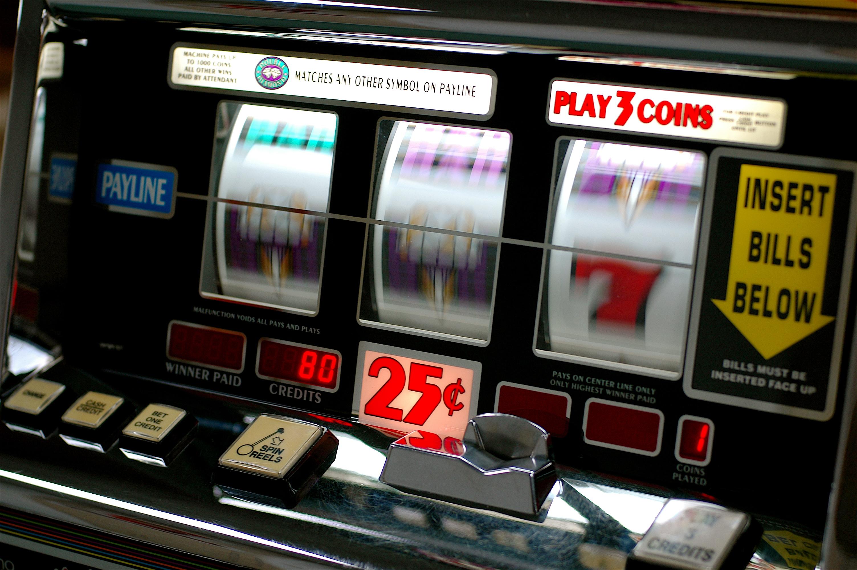 Fermati e arrestati dopo il furto di una slot machine