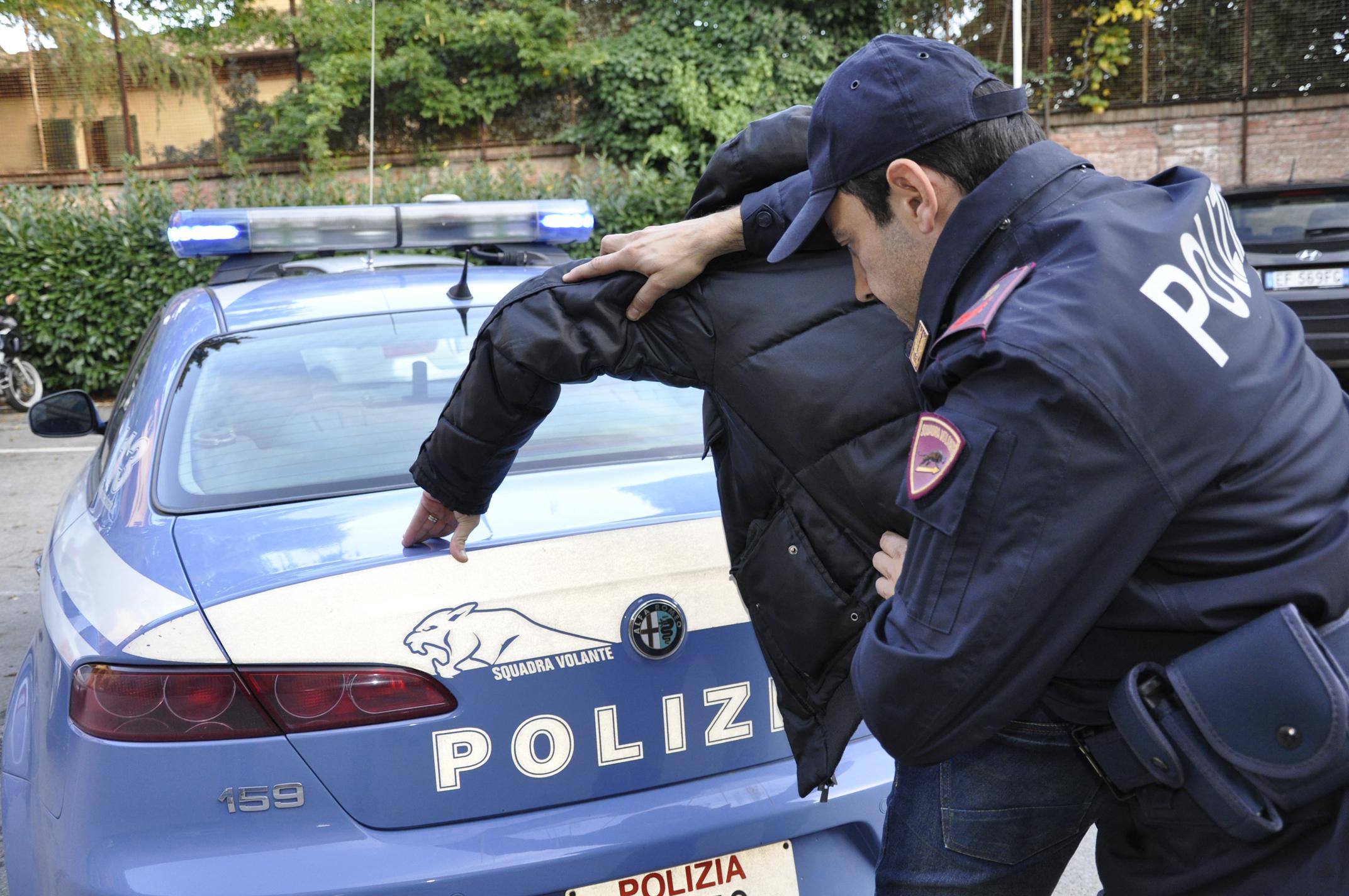 Iltelefono squilla dopo la rapina e la polizia arresta due giovani di Casoria e Pomigliano d'Arco. La vittima è un ragazzino di San Giorgio a Cremano