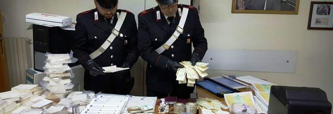 Stamperia fuorilegge scoperta dai carabinieri: arrestato un 41enne e denunciata la moglie