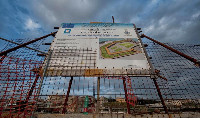 Tre indagati e sequestro dei beni al Consorzio che esegue i lavori per il waterfront a Portici: anche un dipendente comunale sotto la lente dei magistrati