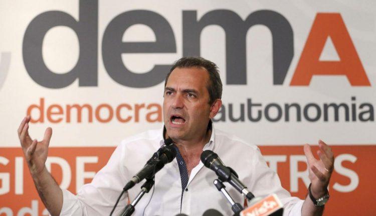 """ALLA PRESENTAZIONE DI DEMACRAZIONE – Luigi de magistris promette: """"Nel 2023 mi candido a premier"""""""