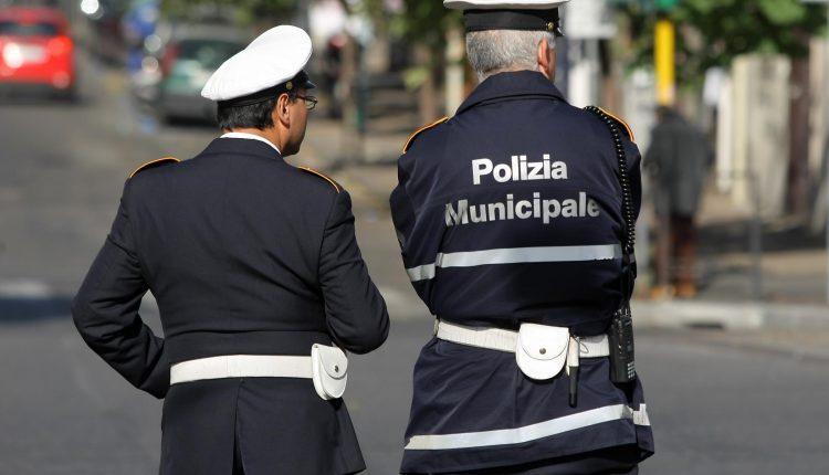 Ercolano, blitz contro i parcheggiatori abusivi: Daspo e mille euro di multa