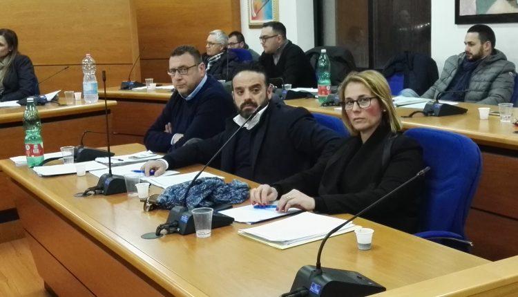 Consiglio infuocato a Volla: Aprea, Forte e Borrelli definitivamente contro Viscovo
