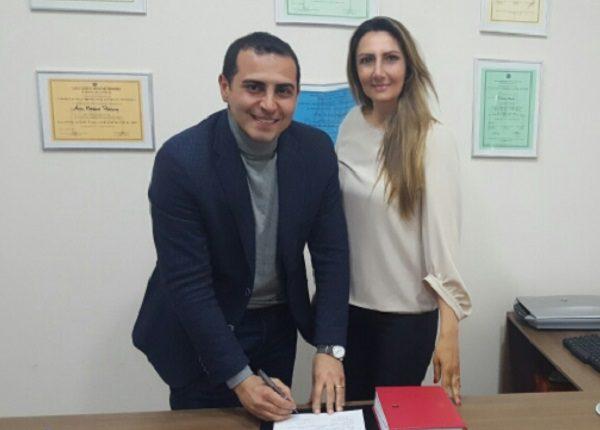IL sindaco Viscovo firma la richiesta per la costruzione di un reparto perdiatrico all'Ospedale del Mare