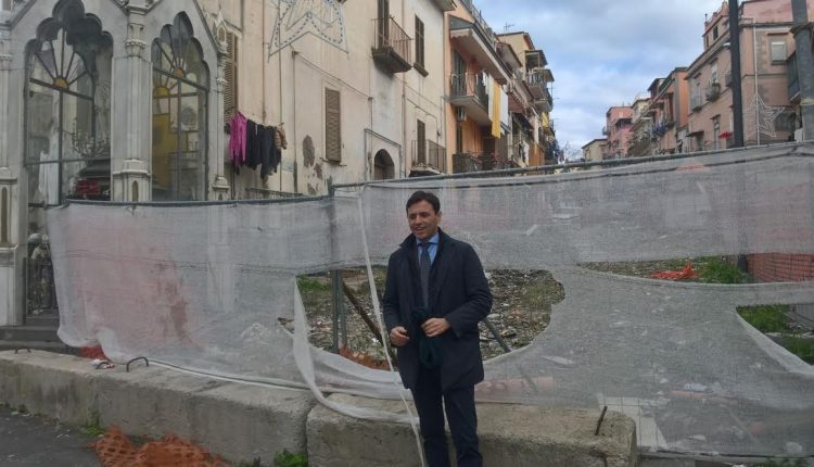 Fuga di gas a Ercolano:sei famiglie sgomberate a seguito scoppio, l'anziana trasportata in ospedale non è in pericolo vita