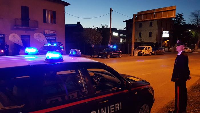 Bomba carta davanti a un' officina a San Giorgio a Cremano: diversi danni ma nessun ferito, indagini dei carabinieri