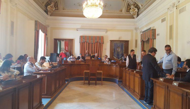 """A San Giorgio a Cremano durante il Consiglio sui """"migranti"""" la maggioranza lascia l'aula e il sindaco Zinno criotica Ciro Borriello"""