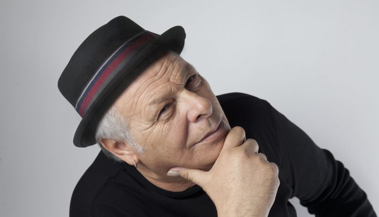 """""""Misteriosamente Tour"""": Enzo Gragnaniello al Summarte, teatro, galleria d'arte e caffè letterario di Somma Vesuviana"""