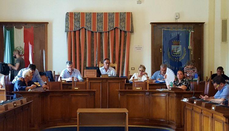 A San Giorgio a Cremano scintille tra Ciro Russo e il sindaco Zinno: debiti fuori bilancio e questione Teseo tengono banco in Consiglio