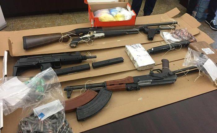 Trovato arsenale della camorra a Napoli: presi armiere ed elemento di spicco del clanDe Micco